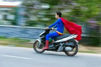 Saat-Superman-Lagi-Narik-Ojek